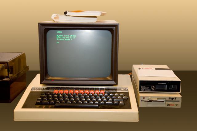 BBC model B, 32kb Ram, Acorn DFS, 640×256 8 Colours